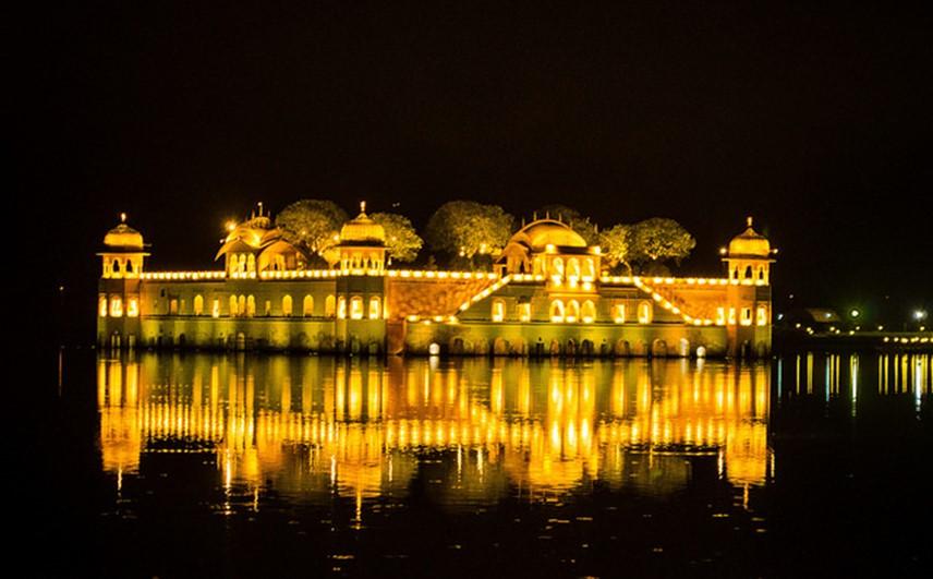 jal mahal - famous destinations in India and foreign look-alikes